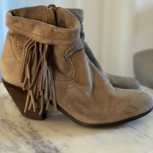Sam Edelman ankle booties with fringe sz7
